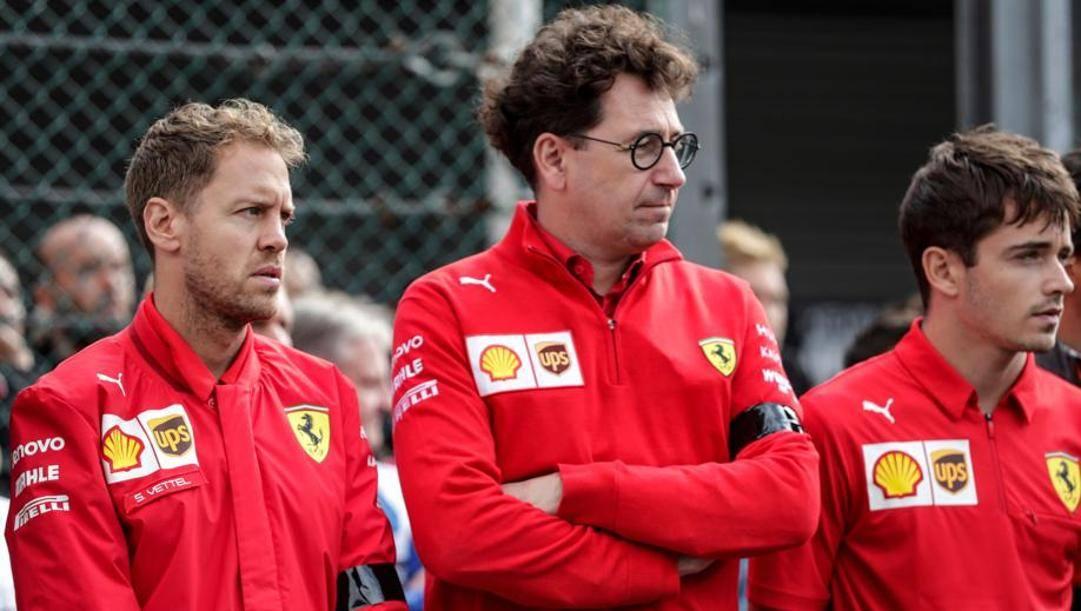 Sebastian Vettel, Mattia Binotto e Charles Leclerc. Afp